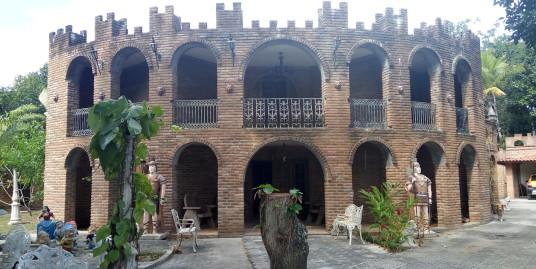 Casa em Aldeia com 560m² de Área construída em Arquitetura Medieval Castelo