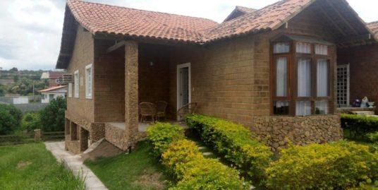 Casa em Gravatá com 4 quartos + terreno de 228m²